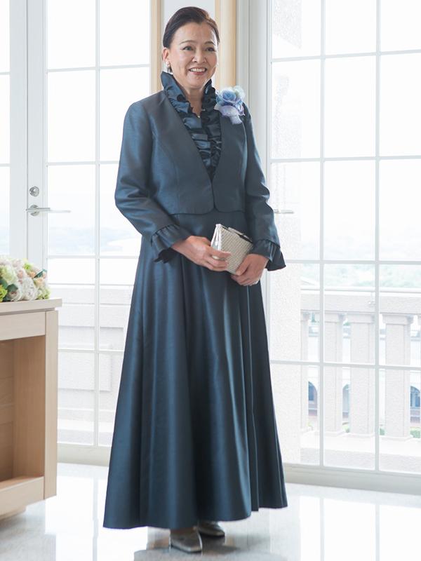 光沢のあるシャンタンアフタヌーンドレス